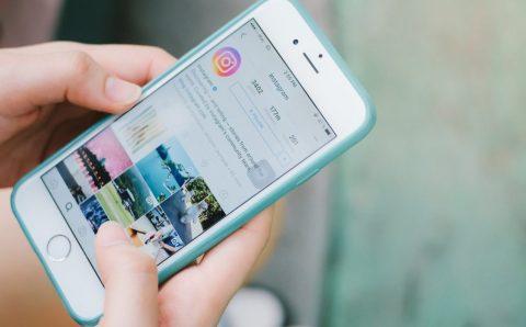 Instagram пусна приложение за колажи (2015)